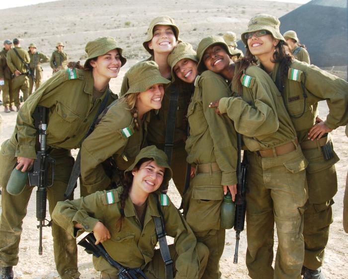 izrael katonaság: nőknek 24 hónap a kötelező sorkatonai szolgálat