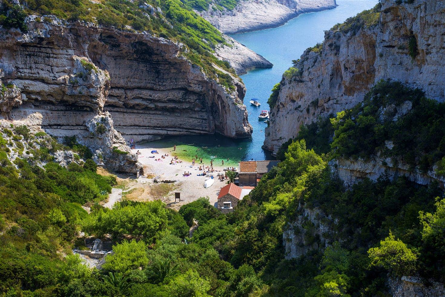 Barjoska Beach, Vis-sziget, Horvátország – Mamma Mia! Sose hagyjuk abba (2018)