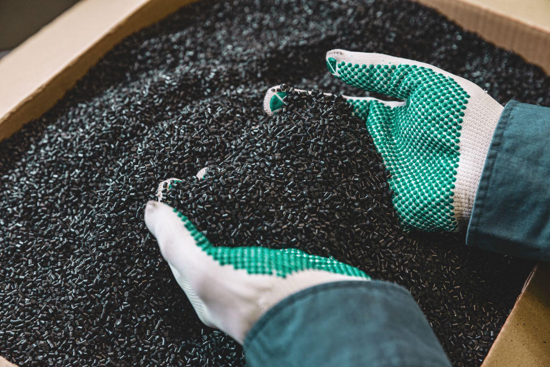 A vállalat a környezetbarátabb termékek fejlesztésével, valamint a termékek élettartamának és javíthatóságának fejlesztésével, és azok újrahasznosításával kíván hozzájárulni a körforgásos gazdaság megteremtéséhez