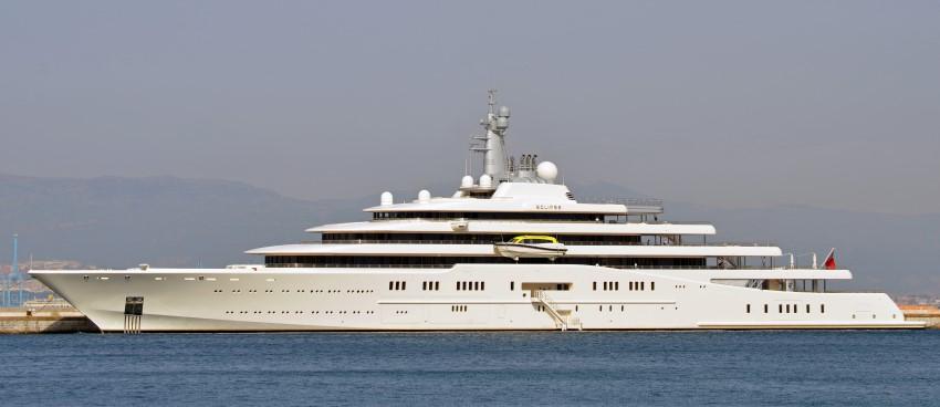 Az orosz milliárdos Roman Abramovics vízi alkalmatossága majdnem 163 méter hosszú.