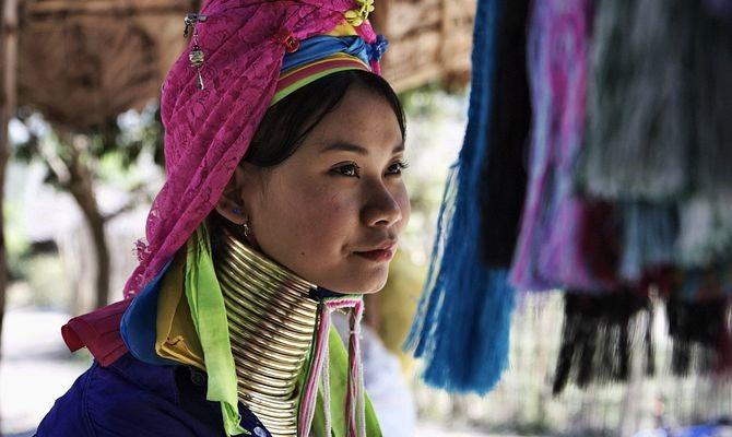 Thaiföld Karen törzs hosszúnyakú nő