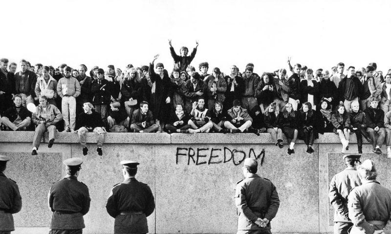 berlini fal leomlása