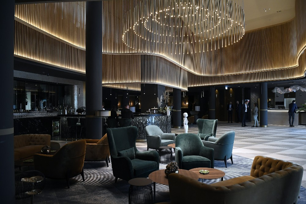 Az előtér a Grand Hotel Esztergomban a sajtóbemutató napján, 2021. szeptember 20-án