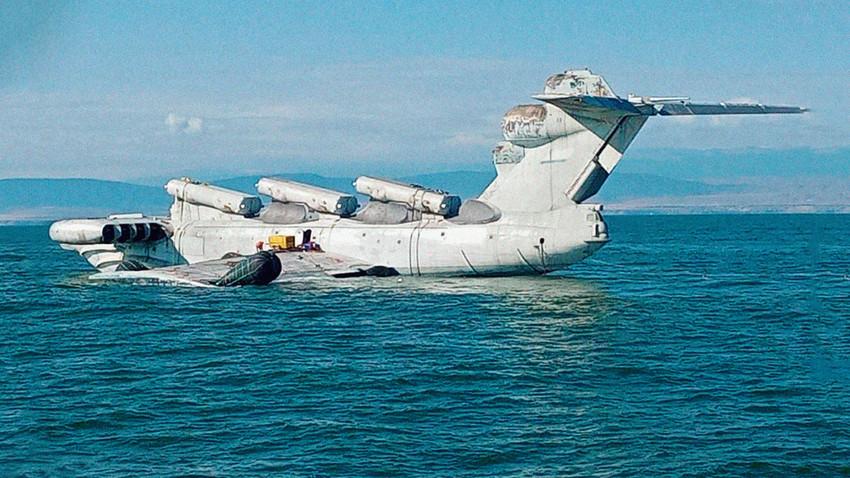 """A nemzetközi szaknyelvbe ez a gépfajta az orosz elnevezést követve az """"ekranoplan"""" néven ismert."""