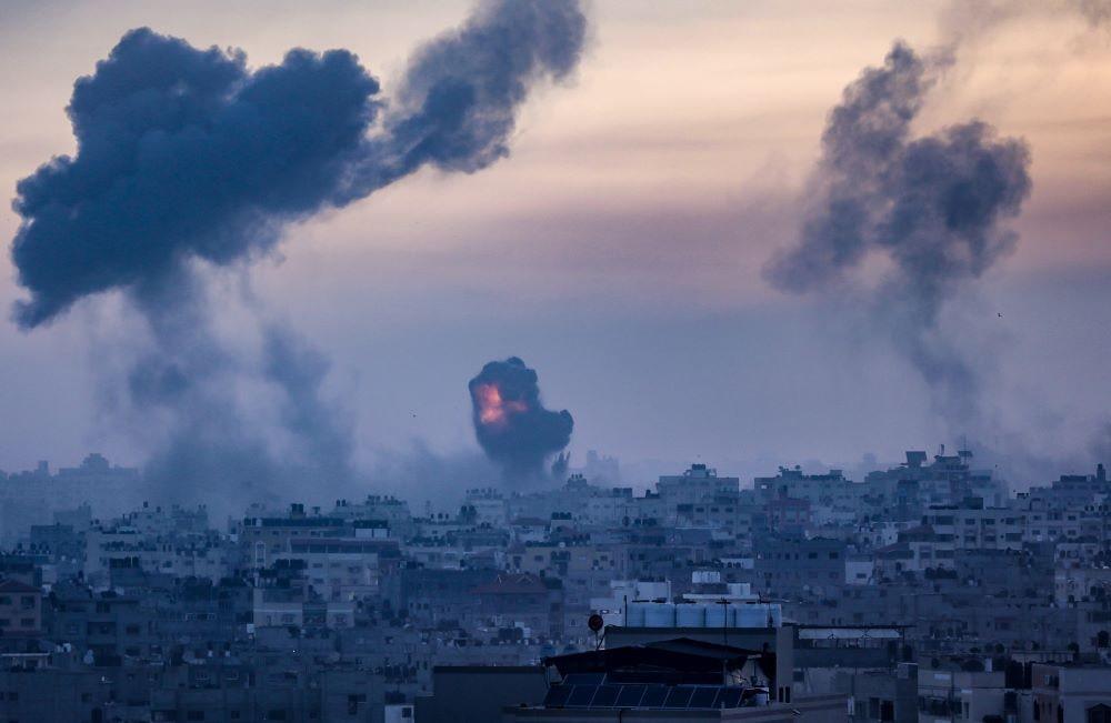 Az izraeli hadsereg légicsapásokat mér Gázára