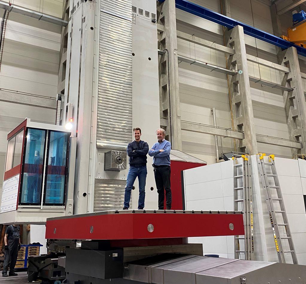 Most vásároltak kettőt Európa legnagyobb ipari robotjából, amelyek 7 méter hosszú és 15 tonna nehéz darabot képesek 3D-ban mozgatni, amivel a cég újfent szintet lépett.