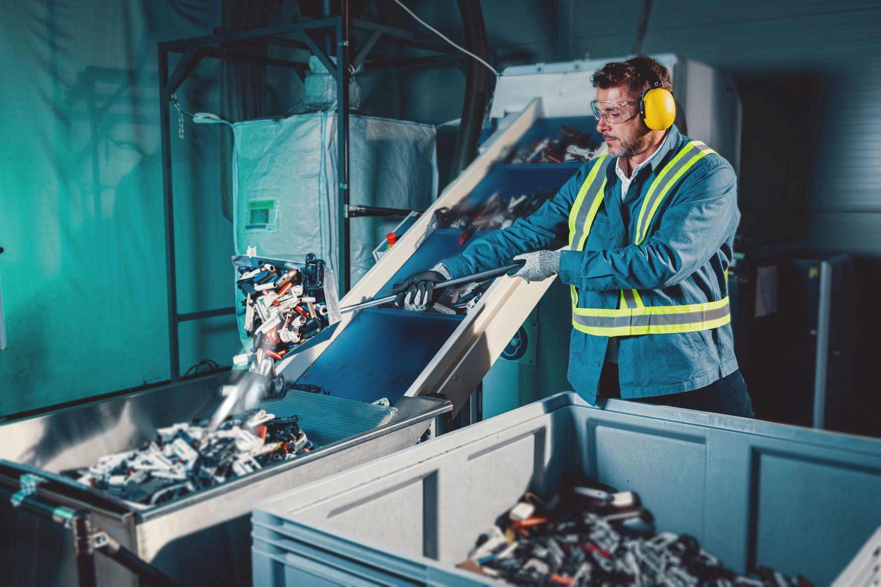 átadták a Philip Morris International (PMI) csúcstechnológiát alkalmazó PMI CIRCLE nevet viselő újrahasznosító üzemét