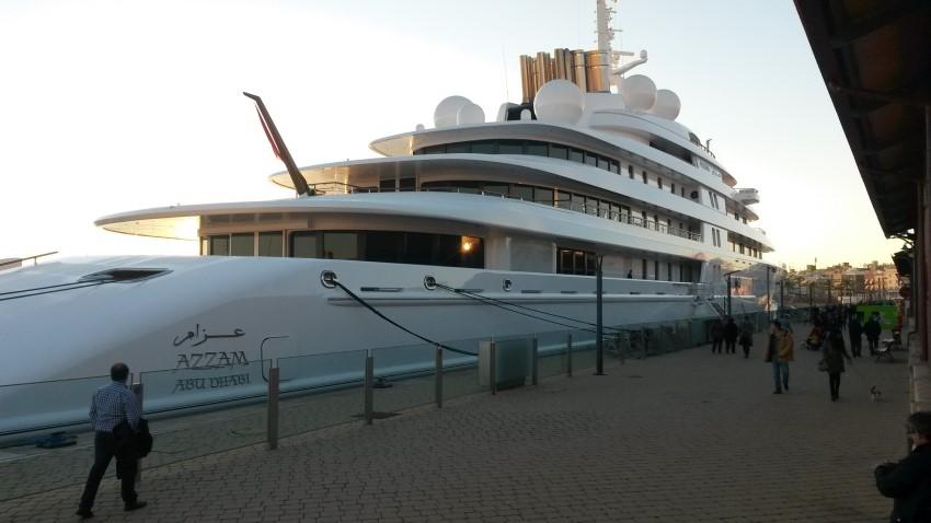 Jelenleg ez a világ legnagyobb jachtja: a hossza eléri a 180 métert. A méreteihez képest kifejezetten gyors: akár 59 km/órával is tud haladni.