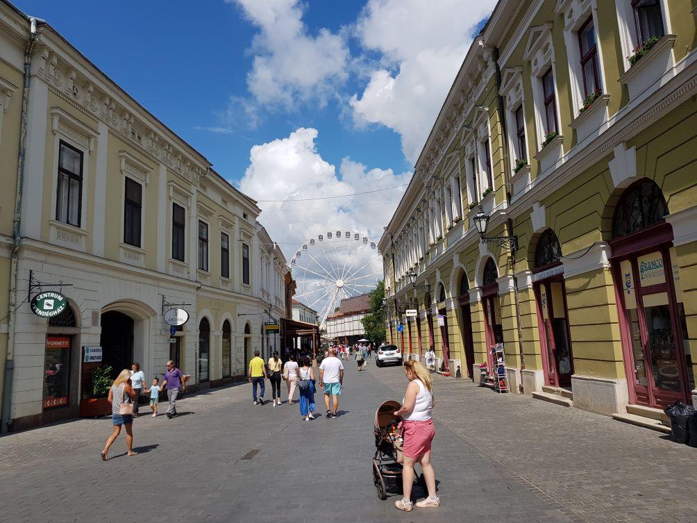 Eger zegzugos utcáin sétálgatni akkor is élmény, ha az ember egyetlen múzeumba sem tér be.