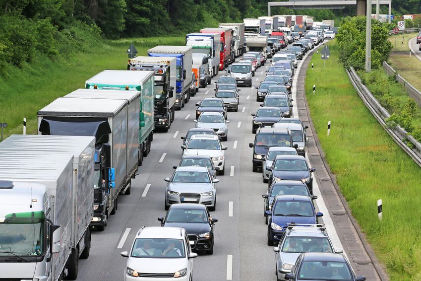 Vége a Nagy-Britanniában rekedt, több mint ezer kamionos ...