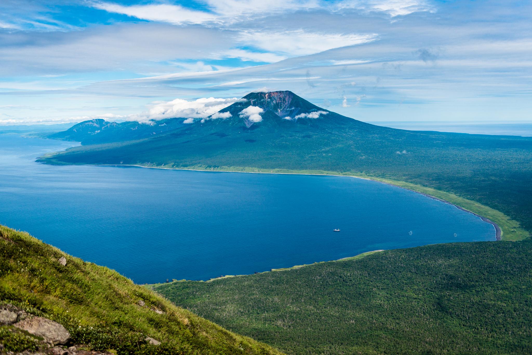 Az Aconopuri-vulkán Iturup szigetén. Forrás: Flickr/Eugene Kaspersky
